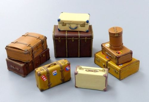 Old Suitcase Set  1/35