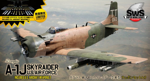 Douglas A-1J Skyraider U.S Air Force with U.S Aircraft Weapons 2  1/32